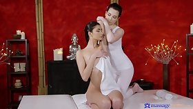 Horny lesbian masseur pleasures in seventh heaven pussy of Bambi Joli