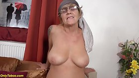 Superannuated moms prolapse cunt licked by granny