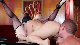 Threesome lovemaking federate with stunning blonde and brunette babe