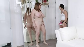 Overprotect and her stepdaughter learn about lesbian sex at near licking