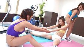 Accommodative Japanese girls Yuki Touma & Yume Mizuki goat a fuck machine